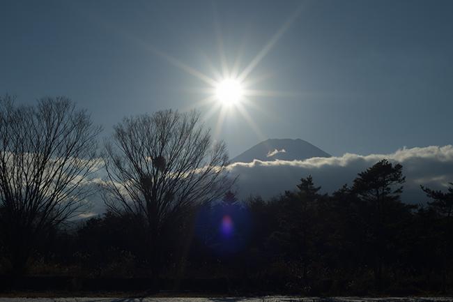 雲とび富士山現れる