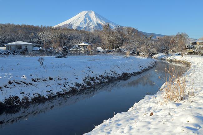 桂川越しの富士山