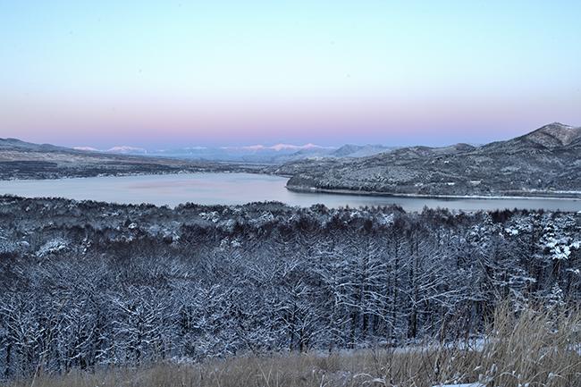 山中湖越しに南アルプス遠望